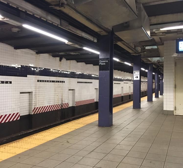 5h18 : nous sommes déjà à la bourre sur le programme...par contre, il n'y pas un chat sur le quai du métro...direction le bas de Manhattan...